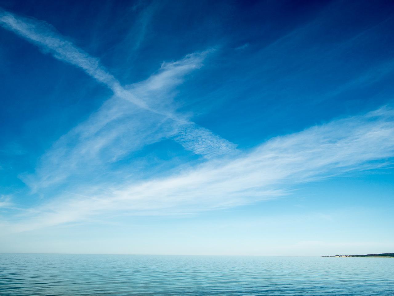 Himmel mit Meer und etwas Küste bei Weißenhäuser Strand