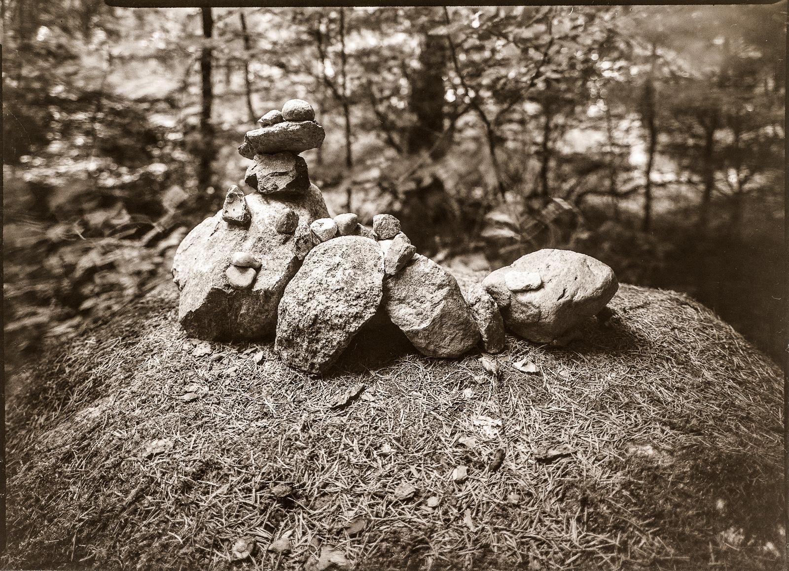 Steinpyramide im Forst Hahnheide