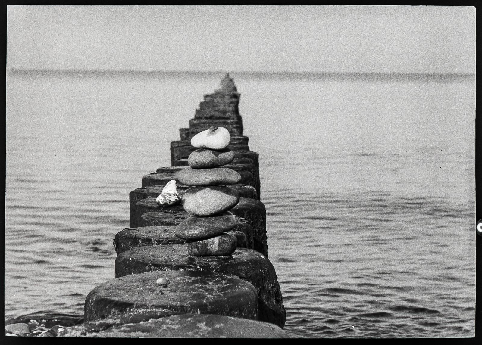 Fischland, Steinpyramide auf Buhnen